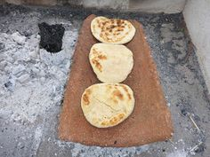 Emilio Deik: Churrascas a la Teja Chilean Recipes, Chilean Food, Pan Rapido, Griddle Pan, Cornbread, Emilio, Sweets, Meals, Cookies