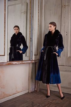 See the complete Pamella Roland Pre-Fall 2015 collection.
