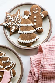 Perfect gingerbread cookies that are full of flavor and spices. Decorate them with royal icing for a perfectly, sweetened cookie.  #GingerbreadCookies #Gingerbread #Cookies #ChristmasCookies #Recipes Peanut Butter Blossom Cookies, Ginger Cookies, Yummy Cookies, Gingerbread Man Cookie Recipe, How To Make Gingerbread, Delicious Cookie Recipes, Dessert Cake Recipes, Christmas Sugar Cookies, Christmas Snacks