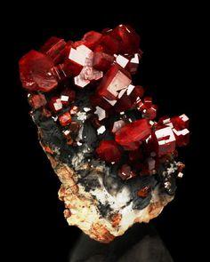 Vanadinite with barite. Source: ACF Mine, Mibladene, Meknes-Tafilalet Region, Morocco.