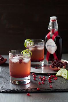 Pomegranate Ginger Fizz Cocktail (can be made alcohol-free, too) - includes recipe for homemade grenadine New Year's Eve Cocktails, Cocktail Drinks, Holiday Cocktails, Cocktail Ideas, Fancy Drinks, White Chocolate Peppermint Bark, Ginger Fizz, Ginger Ale, Acorn Squash