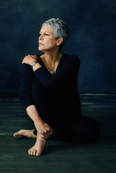 Jamie Lee Curtis On Confidence, Aging in Hollywood, and the Movies That Changed Her Life movies jamie lee curtis Jamie Lee Curtis Spills Her Inspiring Confidence Secrets Jamie Lee Curtis Haircut, Jamie Lee Curtis Young, Helen Mirren, Short Grey Hair, Short Hair Styles, Headshot Poses, Beautiful Old Woman, Susan Sarandon, Ageless Beauty