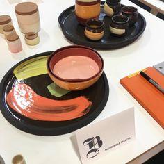 Painterly and bold expressive marks on ceramics by Home Trends, Designers, Bible, Ceramics, Recipes, Biblia, Ceramica, Pottery, Rezepte