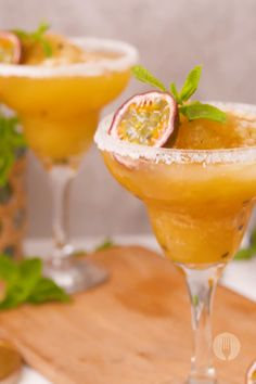 These Margarita Slushies come in the best flavour: GRANADILLA 👇🍸 Easy Mediterranean Diet Recipes, Fresh Mint Leaves, Lime Wedge, Party Treats, Slushies, 3 Ingredients, Margarita, Food Videos, Sweet Recipes