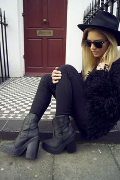Love this gothic, grunge-like outfit. I definitely love going for these looks during the fall and winter seasons