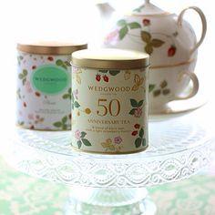ウエッジウッド から、ワイルド  ストロベリー柄の誕生50周年 を記念したアニバーサリーティー が発売されています。  気になる茶葉は、セイロン紅茶ベース のブレンドに、ストロベリー  ジャスミン  ローズ等の香りとバタフライ型のシュガー 入り♡  #wedgwood #wildstrawberry #anniversarytea #50years #england  #ウエッジウッド #ワイルドストロベリー #アニバーサリーティー