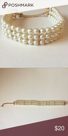 Faux pearl choker Beautiful vintage choker  has goldtone hardware. Previously loved. Total length 16.5 inches. Has 3 inches of adjustable size Jewelry Necklaces
