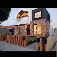 """Canopy""/overhang idea for floor sun protection Modern Brick House, Modern House Facades, Modern House Design, House Cladding, Facade House, Facade Design, Exterior Design, Townhouse Exterior, Home Building Design"