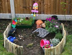 Børne-have: hvor børnene kan plante, så, grave, høste, fedte. God idé med tydeligt markeret bedkant.