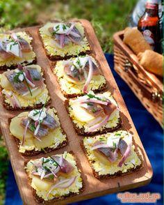 Рецепт канапе с селедкой | праздничные бутерброды с  фото