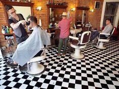 Google Afbeeldingen resultaat voor http://www.blogto.com/upload/2011/07/HollowGround_barbers.jpg