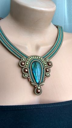 БИСЕРОПЛЕТЕНИЕ И СУТАЖ- КРАСОТА И ТВОРЧЕСТВО Soutache Pendant, Soutache Necklace, Fabric Necklace, Textile Jewelry, Beaded Jewelry, Unique Jewelry, Geometric Jewelry, Beads And Wire, Stone Jewelry