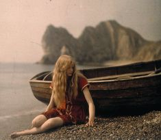 Mervyn O'Gorman (1871-1958), Christina by the Boat, 1913 © The Royal Photographic Society Collection at the National Media Museum, Bradford