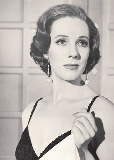 Julie Andrews, a VERA awardee, looking very lovely.