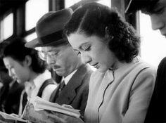 Setsuko Hara in Tokyo Story Reading Art, Woman Reading, Japanese Film, Japanese Beauty, Japanese Art, Akira, Fortes Fortuna Adiuvat, Yasujiro Ozu, Tokyo Story