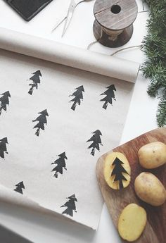 Simple Christmas DIY giftwrap idea with homemade potato stamps to stamp Christmas trees. #diygiftwrap #christmastreecraft #holidayinspiration #christmasgiftwrap ##diychristmasdecor