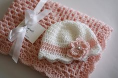 Crochet Baby Blanket / Afghan and Hat Pink por HandmadeByHallien