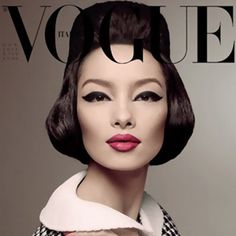 Making history — Chinese model Fei Fei Sun is the first Asian model to land a solo cover for Vogue Italia. Fei Fei Sun takes reference to legendary China Machado in this sixties inspired shoot photographed by Steven Meisel for January's issue. Vogue Magazine Covers, Fashion Magazine Cover, Fashion Cover, Vogue Covers, Fei Fei Sun, Steven Meisel, Retro Mode, Mode Vintage, Vintage Vogue