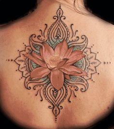 si en un futuro tengo hijos me encantaría plasmar en mi cuerpo esta flor de loto