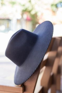 The Easton Felt Hat from Wyeth is made from 100% Australian wool felt and features a fine whipstitch brim detail, dramatic high crown with a wide brim. #hats #hatsforwomen #womenshat