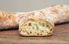 Стирато - очень простой итальянский хлеб более всего напоминающий багет. От багета его отличает в первую очередь то, что он не формуется и не раскатывается, просто… Russian Desserts, Russian Recipes, Ciabatta, Healthy Homemade Bread, Bunny Bread, Food Technology, Bread And Pastries, Saveur, Bread Baking