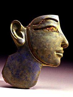 głowa faraona VI w. p.n.e. szkło