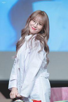 Kpop Girl Groups, Korean Girl Groups, Kpop Girls, Pink Ash Hair, Wjsn Luda, Honey Hair, Cosmic Girls, Cute Girl Photo, K Idol