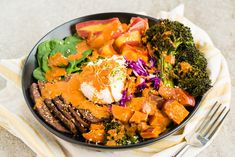 Buddha Bowl With Flank Steak and Cashew Sauce by @draxe