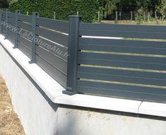 Notre poteau en aluminium permet aussi de faire les angles de 90° à 180° Front Yard Fence, Exterior, Fence Design, Garden Landscaping, My Dream, Sweet Home, Deck, House Design, Doors