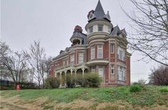 1889 Queen Anne - Atchison, KS - $259,000 - Old House Dreams Victorian Style Homes, Slate Roof, Second Empire, Victorian Architecture, Old House Dreams, Stained Glass Windows, Historic Homes, Queen Anne, Old Houses