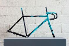 the details: takashi's road bike by field cycles Bicycle Paint Job, Bicycle Painting, Buy Bike, Bike Run, Road Bike Women, Specialized Bikes, Bicycle Maintenance, Cool Bike Accessories, Bike Frame