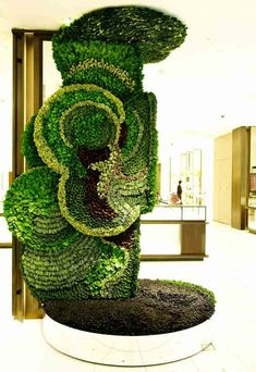 Living Sculpture at Isetan Shinjuku, one of Japan's oldest department stores by botanical artist Makota Azuma
