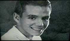 Young Desi Arnaz he was very handsome I Love Lucy Show, My Love, Lucille Ball Desi Arnaz, Lucy And Ricky, Stay Young, Family Photos, Actors & Actresses, Behind The Scenes, Handsome