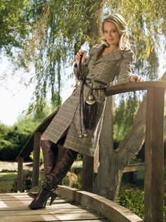 Photo of Seven Of Nine for fans of Jeri Ryan 16758240 Riding Boot Outfits, Celebrity Boots, Jeri Ryan, Star Trek Images, Sexy Boots, High Boots, High Heels, Dress With Boots, Famous Women
