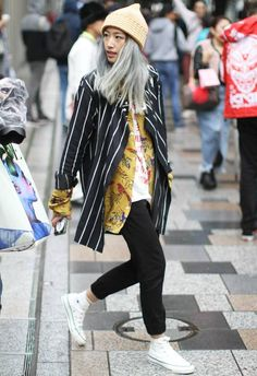 5 Amazing Outfits We're Stealing From Tokyo Fashion Week Street Style - - Tokyo Fashion Week Street Style Source by LeiaBeila Tokyo Fashion, Japon Street Fashion, Japanese Street Fashion, Harajuku Fashion, Cool Street Fashion, Fashion Week, Korean Street Fashion Urban Chic, Korean Street Styles, Rihanna Street Style