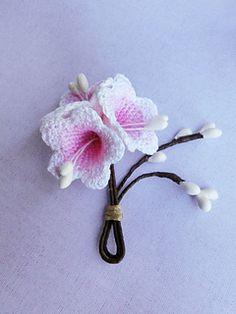 BELLFLOWER pattern on Ravelry. Easy crochet pattern with impressive results! Bridal flowers, crochet wedding, Ombre, Bell flower, crochet flowers.