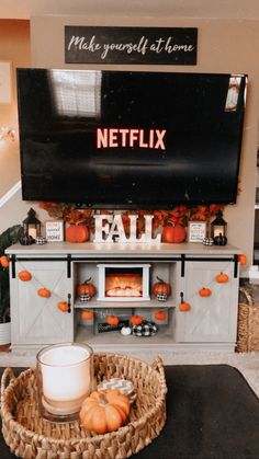 Fete Halloween, Halloween Home Decor, Halloween Season, Halloween Decorations, Halloween Bedroom, Fall Bedroom Decor, Fall Home Decor, Autumn Home, Herbst Bucket List