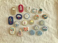 Coolest DIY Refrigerator Magnets For Anyone Embroidery Needles, Embroidery Patches, Beaded Embroidery, Cross Stitch Embroidery, Embroidery Patterns, Hand Embroidery, Diy And Crafts, Arts And Crafts, Embroidery On Clothes