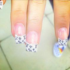 Louis Vuitton tips :-D Louis Vuitton Nails, Louis Vuitton Handbags, How To Do Nails, My Nails, Chanel Nails, Nail Games, Cool Nail Designs, Runway Fashion, Polish