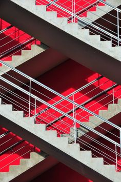Love this set of stairs crimson + grey--plaid staircase Architecture Tumblr, Architecture Design, Amazing Architecture, Contemporary Architecture, Classification Des Arts, Minimal Photography, Take The Stairs, Interior And Exterior, Interior Design