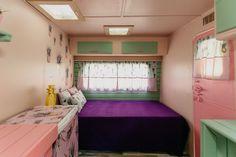 Caravanas Vintage en alquiler en el camping situado en primera línea de mar, en la Costa Dorada. Bunk Beds, Furniture, Home Decor, Beach Feet, Camper Van, Decoration Home, Loft Beds, Room Decor, Home Furnishings