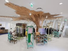 """""""The best way to cover the non-removable pillar in a store!- Fantastique Canopée by Paul Coudamy, Tokyo store design"""" Visual Merchandising, Design Commercial, Commercial Interiors, Retail Store Design, Retail Shop, Carnicerias Ideas, Wood Plank Art, Wood Planks, Dover Street Market"""