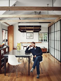 Vincent Kartheiser's Compact House Funn Roberts has managed to turn Mad Men lead Vincent Kartheiser's compact 580 square foot home into an inviting, unique environment. A main staple of the house is the easily adjustable master bed. The bed is designed to Beds For Small Spaces, Tiny Spaces, Small Space Living, Furniture For Small Spaces, Small Apartments, Living Spaces, Hidden Spaces, Living Area, Suspended Bed