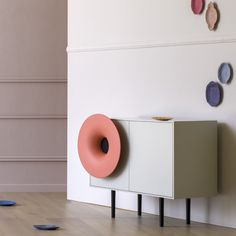 It almost feels like a ritual. Sitting down, with soft light, and pressing play on your smartphone. Then letting vibrations do their thing. Caruso invites you Buffet Cabinet, Sideboard, Smartphone, Pause, Good Music, Hardwood, Interior Design, Storage, Furniture