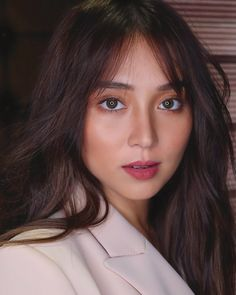 Filipina Girls, Filipina Actress, Filipina Beauty, Creative Shot For Graduation, Teen Celebrities, Celebs, Kathryn Bernardo Hairstyle, Eye Lens Colour, Daniel Padilla