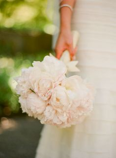 so simple, but so stunning.  Im loving peonies for my bridal bouquet!!! <3