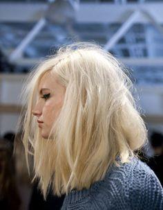 Carré plongeant blond