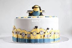 It's a party up in the Minions Club! Minion Birthday, Minion Party, Birthday Cakes, Minion Food, Funny Minion, Funny Jokes, Happy Birthday, Minion Cupcakes, Cupcake Cakes