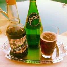 Soda Francesa para saudar a Primavera!  Água Perrier + Licor de Cassis = Felicidade  #perrier #perrierwater #sourceperrier #francia #madeinfrance #jeandedijon #produceoffrance #cremedecassis #dijon #mancontemporary #lifestyle #perrierbrasil