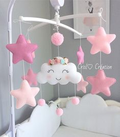 Best 12 Mobile full of sweetness to embellish the babys room. With a gradient of 4 different pink and the main key of the Crown on the cloud. It is included a plastic backing and a music box. Material: felt For any changes, please, let me demandende for Baby Mädchen Mobile, Cot Mobile, Baby Mobiles, Baby Room Decor, Nursery Decor, Room Baby, Baby Toys, Felt Crafts, Diy And Crafts